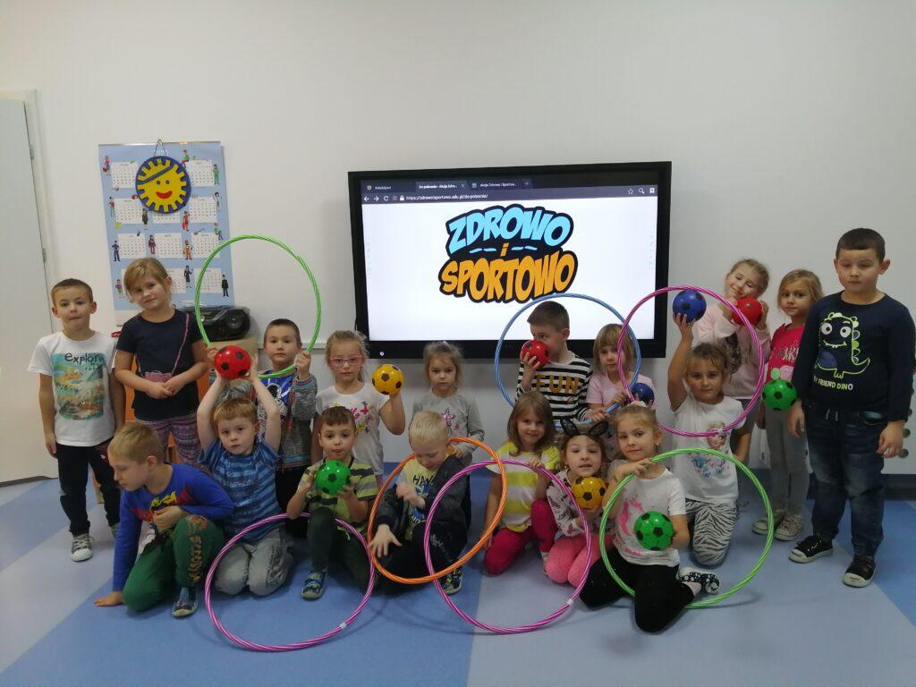 dzieci podczas akcji zdrowo i sportowo