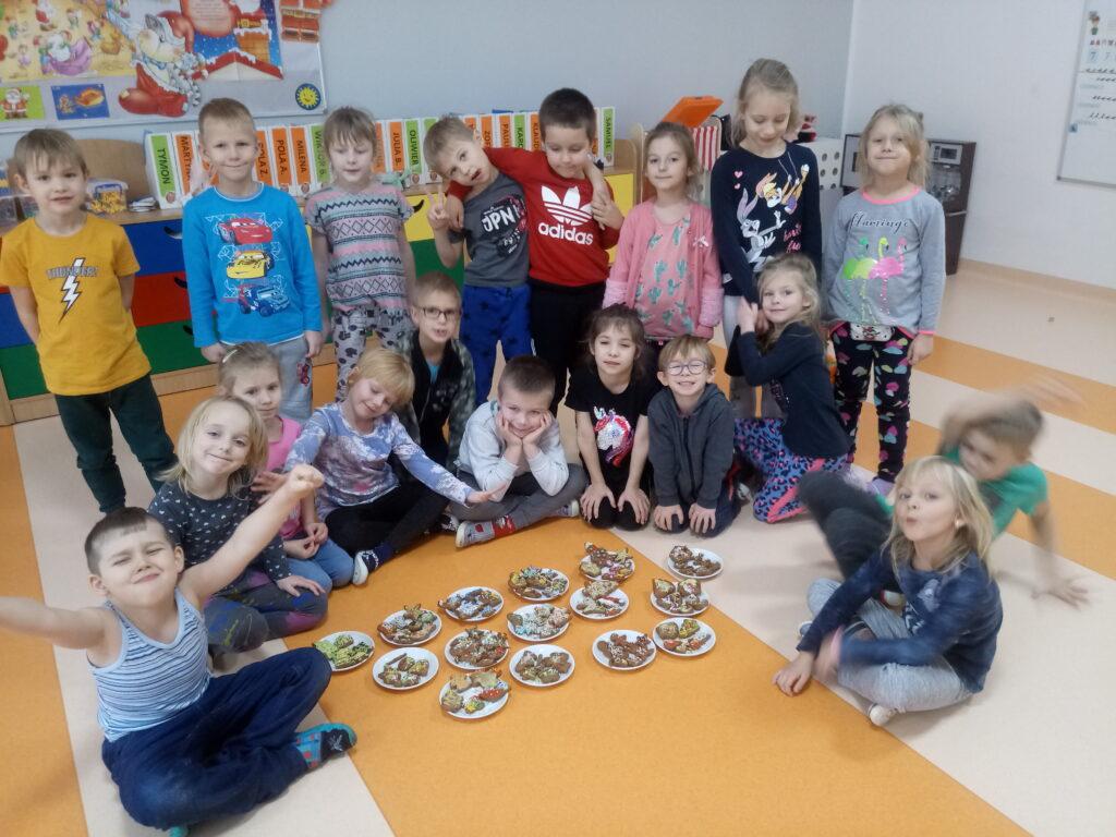 dzieci z piernikami