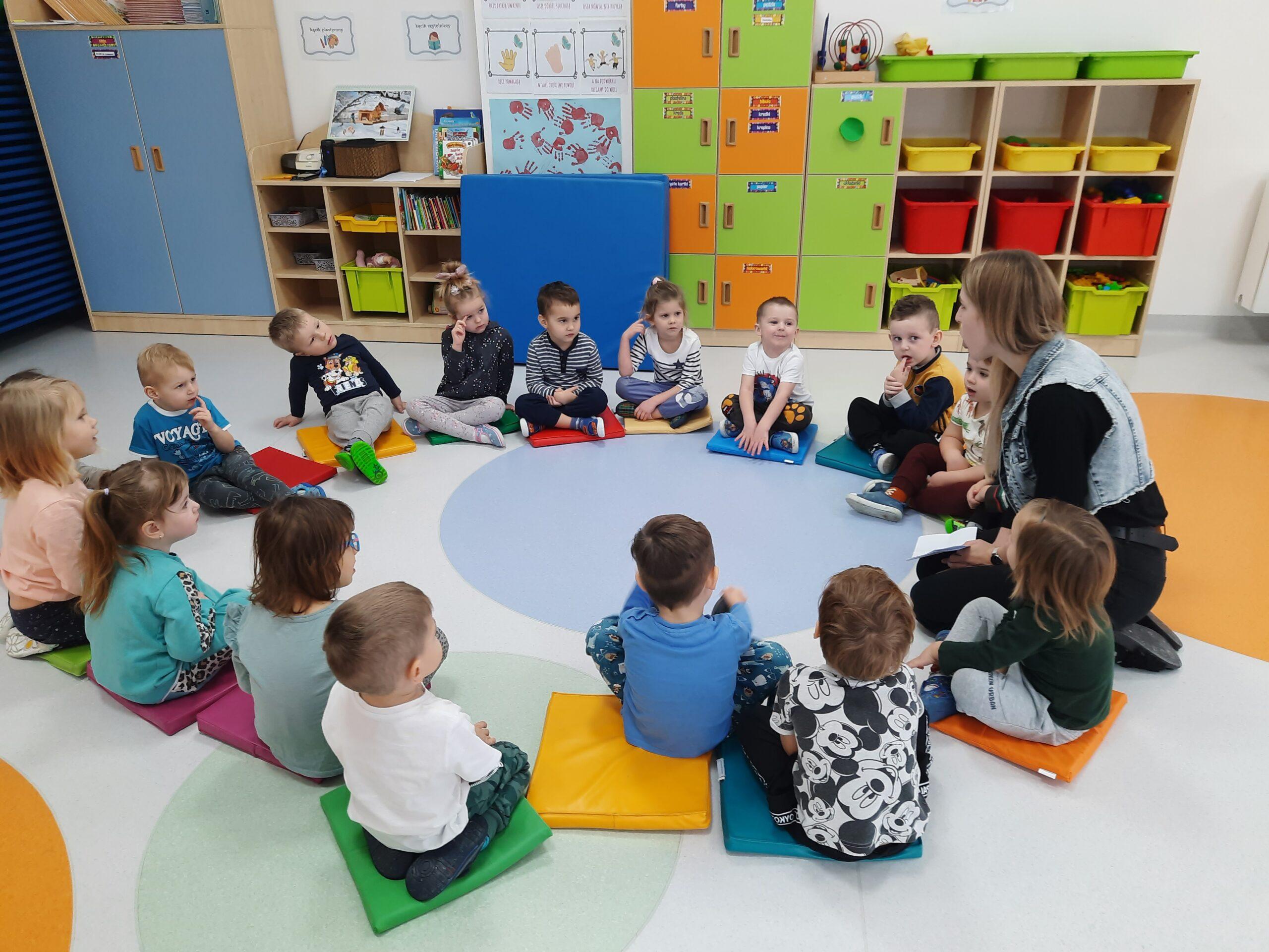 zdjęcie przedstawiające dzieci na zajęciach