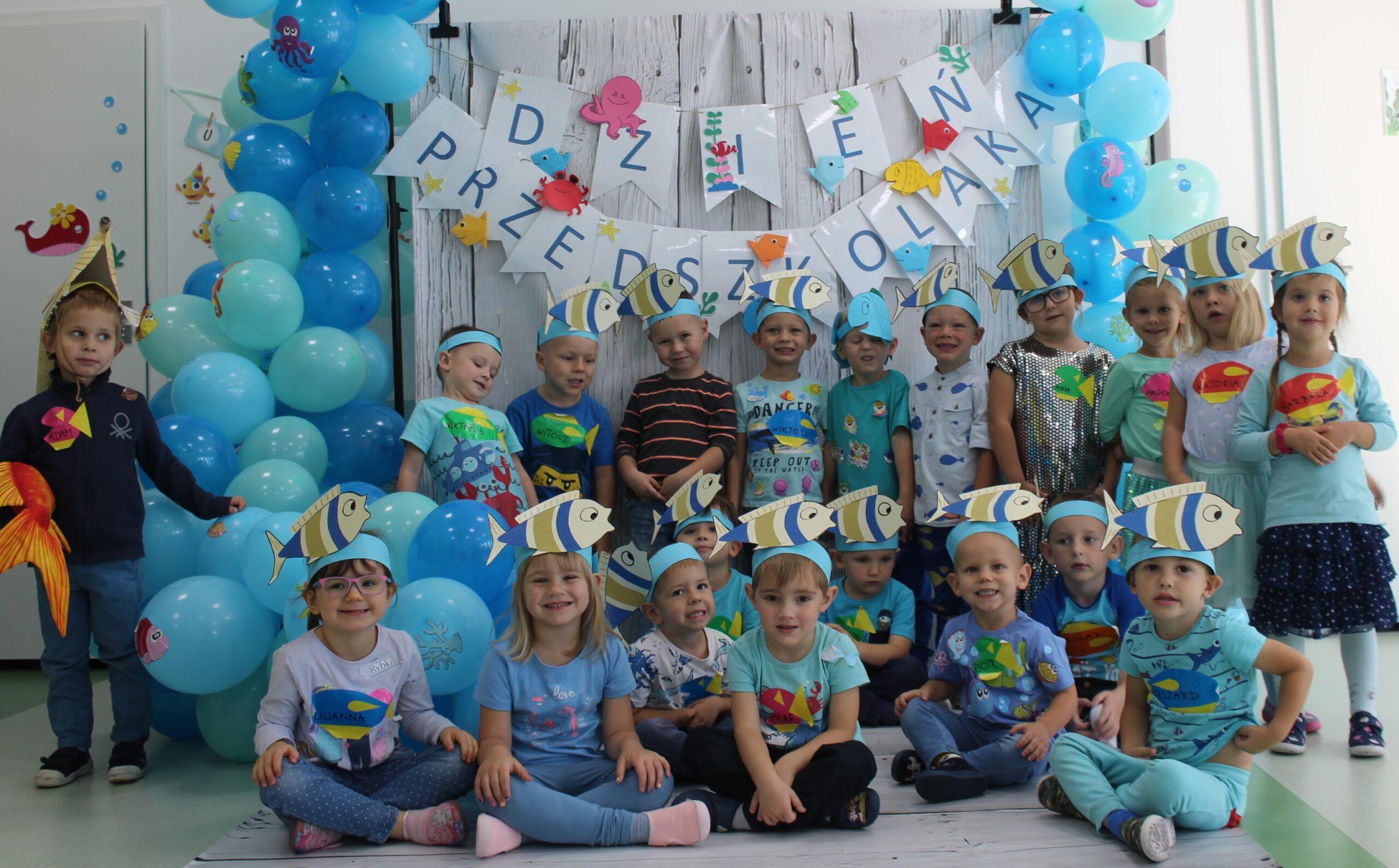 dzieci na balu przedszkolaka
